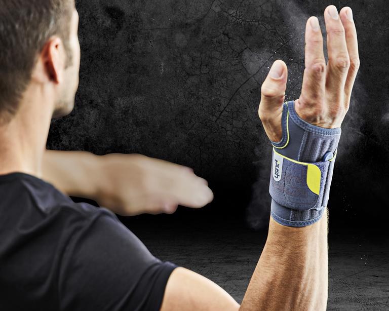 polsbrace tijdens het sporten